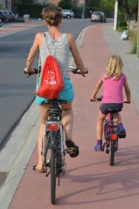 cyclists-885609_1920